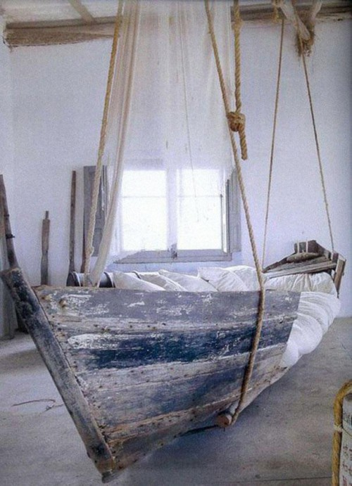 кровать из лодки