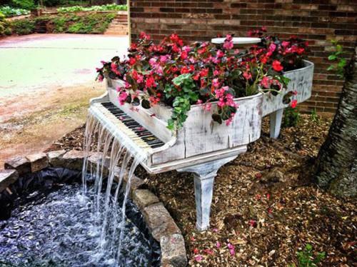 водопад из старого рояля