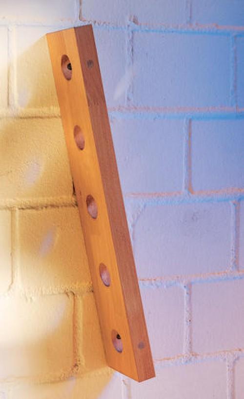подставка прикрученная к стене